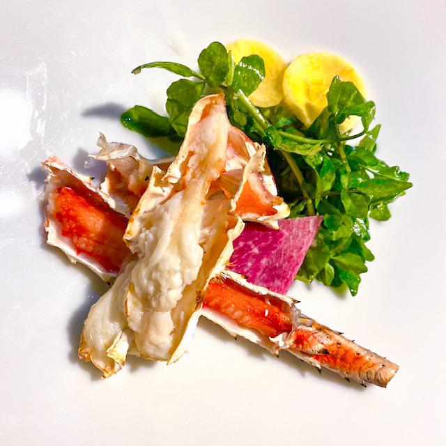 前菜:焼きタラバガニのサラダ仕立て